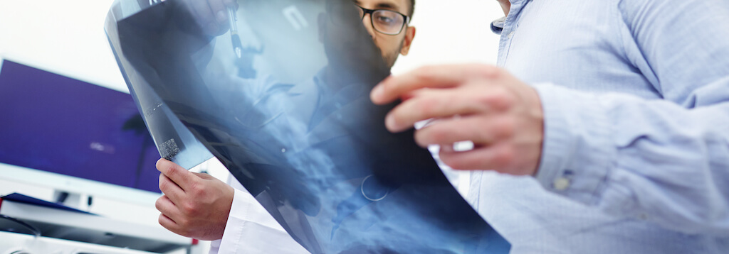 doctors looking at different types of spinal cord injuries
